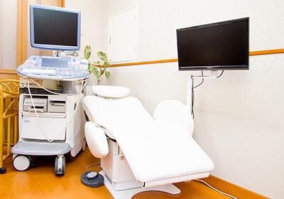 産婦人科「いわさクリニック」の診察室の写真